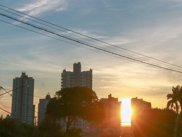 Em Campo Grande a temperatura máxima será de 32°C. Há previsão de chuva no período da tarde. (Foto: Henrique Kawaminami)