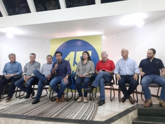 Líderes do PSDB durante coletiva no fim da tarde de hoje (Foto: Humberto Marques)