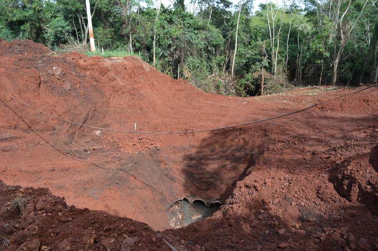 Cratera na Avenida Presidente Vargas. - Crédito: Vinicios Araújo/Dourados News