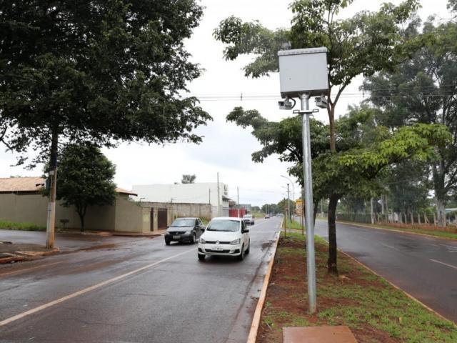 Radar instalado na Avenida Toros Puxian, na região do Rádio Clube Campo; fiscalização do trânsito flagrou 2.448 irregularidades em 9 dias. (Foto: Paulo Francis/Arquivo)