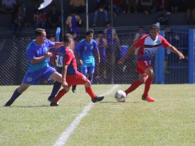 Lance da disputa entre Jaraguari e Corguinho, vencida pelo primeiro time por 6 a 0. (Foto: Divulgação)