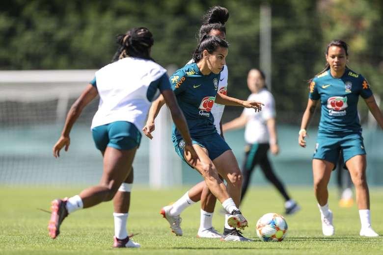Marta treinou ontem e pode entrar em campo - Crédito: Divulgação/CBF