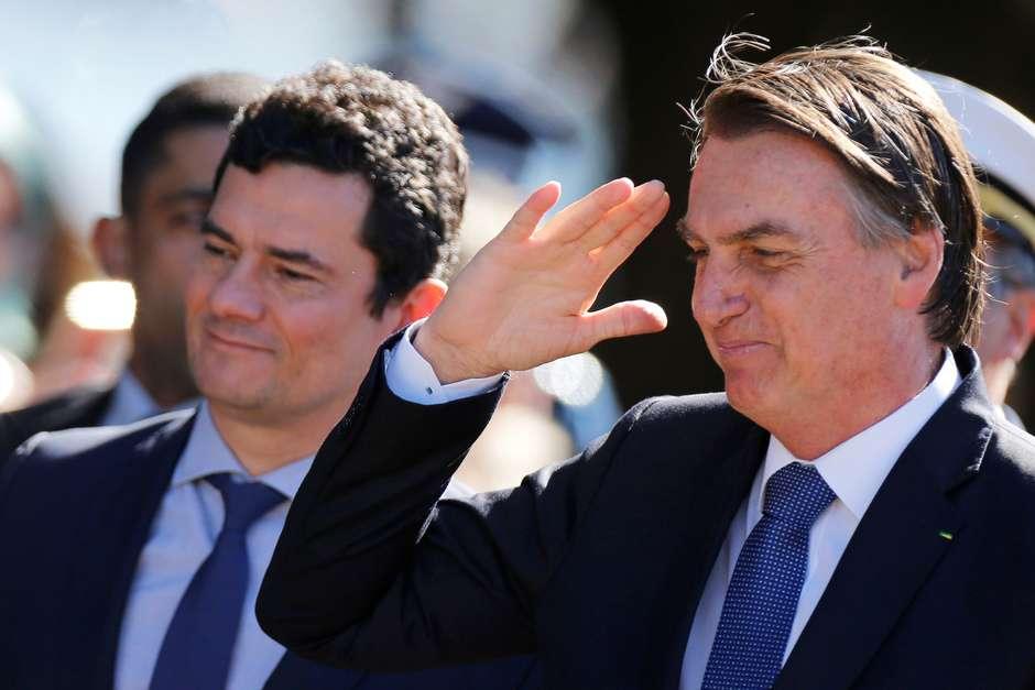 Presidente Jair Bolsonaro e ministro da Justiça, Sergio Moro, chegam para cerimônia em Brasília Foto: Adriano Machado / Reuters