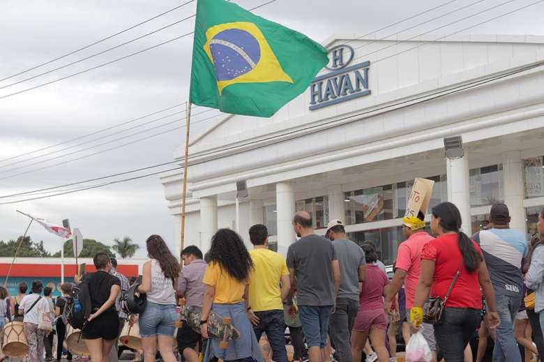 Ato realizado na sexta-feira (15), em frente a Havan Dourados Foto: Divulgação/ Sintef- UFGD (adsbygoogle = window.adsbygoogle || []).push({}); SAIBA MAIS GREVE GERAL Em manifesto, sindicalistas dizem que