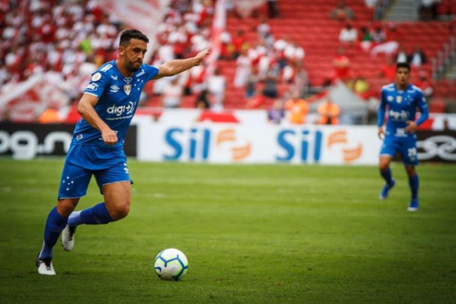 Edílson pode pegar até 12 jogos se a denúncia de agressão foi aceita pelo STJD- (Vinnicius Silva/Cruzeiro) Foto: Lance!
