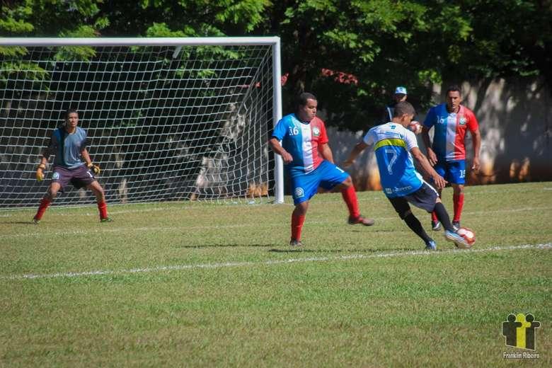 Anaurilândia (azul) enfrentou Taquarussu (vermelho) - Crédito: Franklin Ribeiro