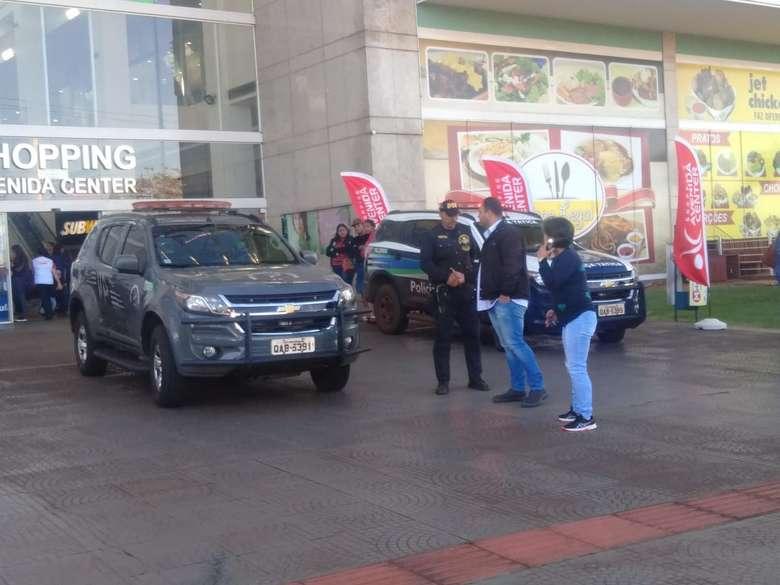 Homem foi assassinado dentro de sala de cinema em Dourados - Crédito: Gizele Almeida/Dourados News (adsbygoogle = window.adsbygoogle || []).push({}); SAIBA MAIS DOURADOS Homem é baleado e morto dentro de sala de cinema do shopping DOURADOS Policia