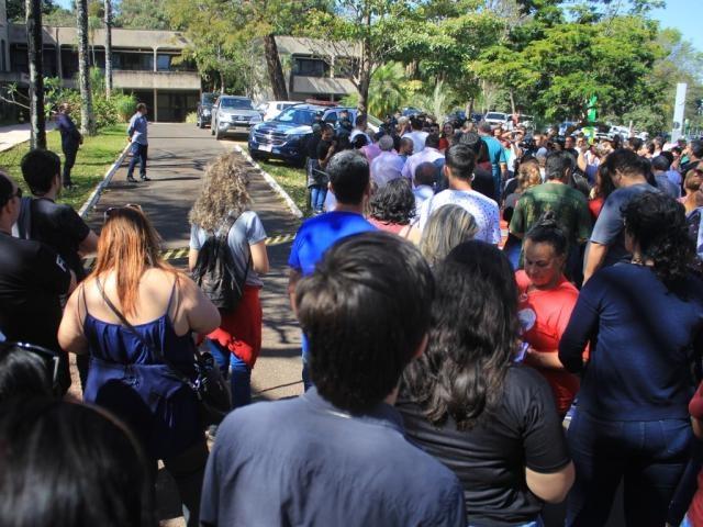Grupo fez protesto em frente a Governadoria (Foto: Marina Pacheco)