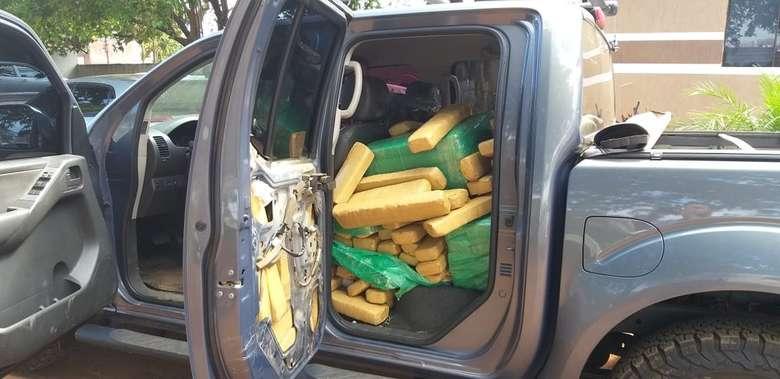Caminhonete é apreendida no Paraguai carregada com droga que seria levada para o Brasil. - Crédito: Divulgação/Polícia Nacional do Paraguai