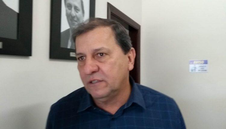 Sérgio de Paula em reunião dos diretórios nesta sexta (Foto: Richelieu Pereira)
