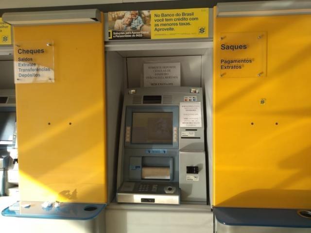 Os criminosos se passavam por funcionários dos bancos para poder trocar os cartões e as senhas dos clientes (Foto: Mirian Machado)