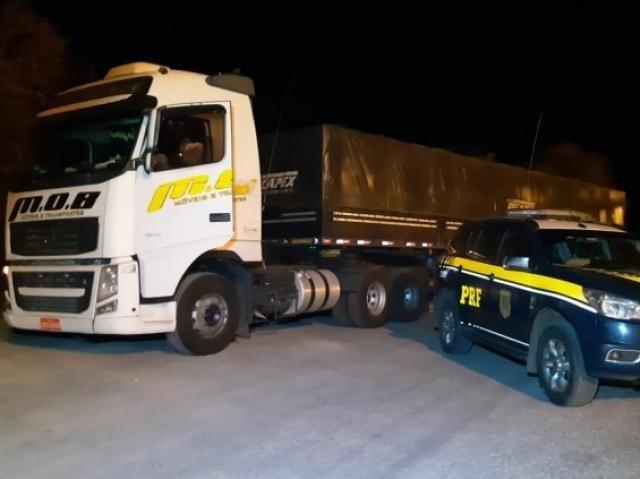 Veículo foi recuperado após denuncia do condutor (Foto: Divulgação/PRF)