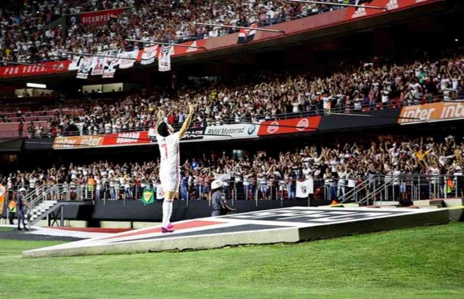 Pato comemora seu segundo gol no clássico contra o Santos - FOTO: Rubens Chiri/saopaulofc.net Foto: Lance!