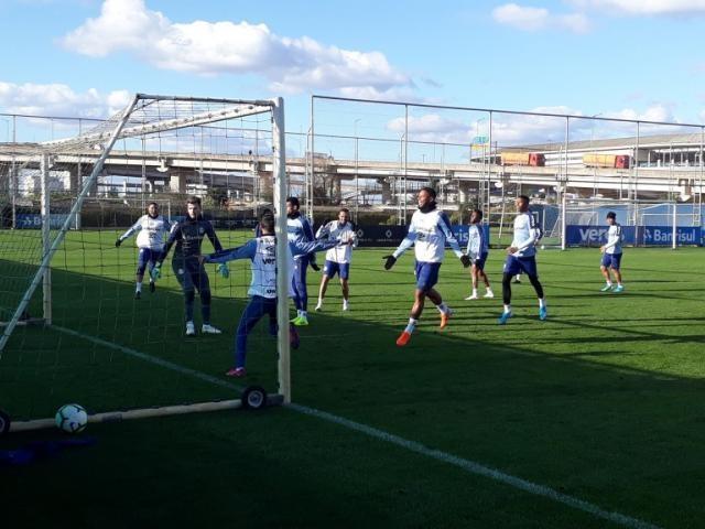 Jogadores do Grêmio em treino recreativo na preparação para jogo com o Furacão (Foto: Divulgação)