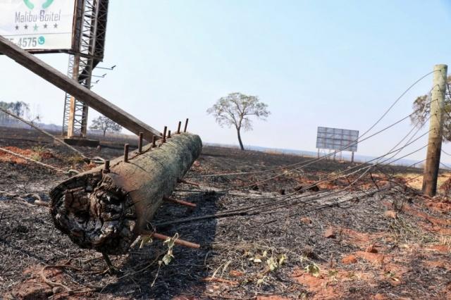Em fazenda de Campo Grande, incêndio devorou 150 hectares na terça-feira. (Foto: Henrique Kawaminami)