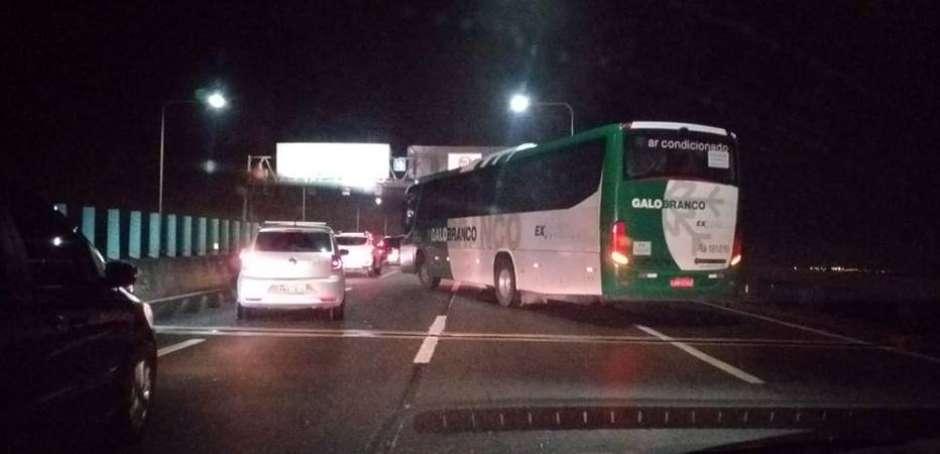 Sequestro na ponte Rio-Niterói ocorreu na altura do Vão Central Foto: Centro de Operações Rio / Facebook / Estadão Conteúdo