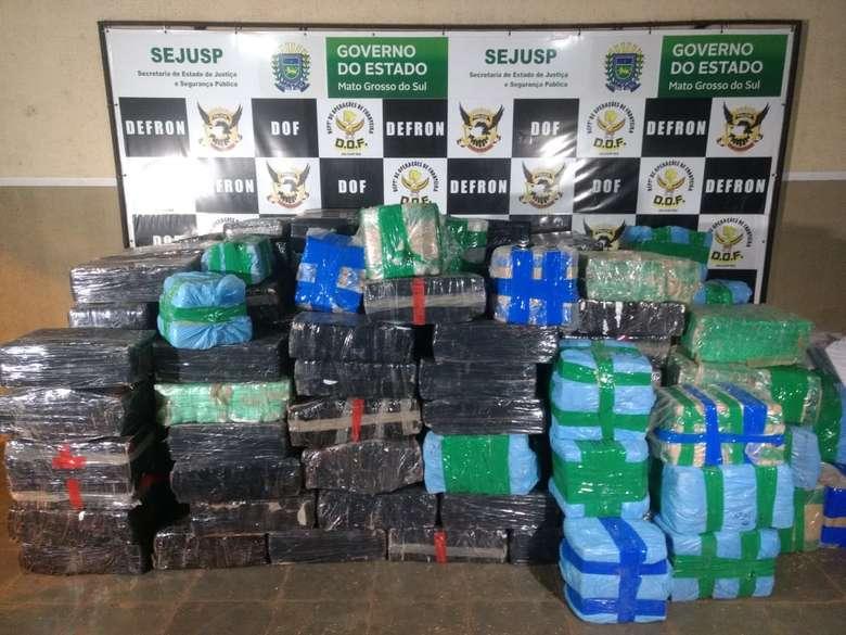 Maconha apreendida na noite de quarta-feira - Crédito: Osvaldo Duarte/Dourados News (adsbygoogle = window.adsbygoogle || []).push({}); SAIBA MAIS TRÁFICO Polícia apreende carretas com droga estimada em 5 toneladas