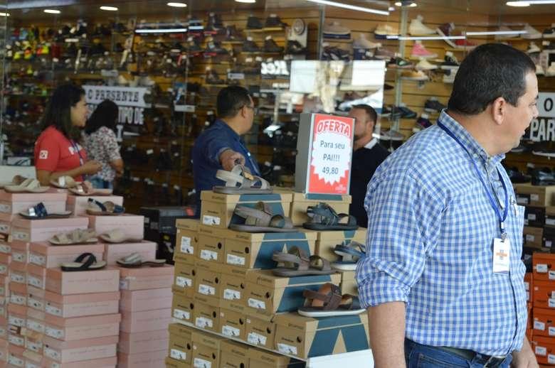 Vendedor no comércio varejista liderou contratações. - Crédito: Vinicios Araújo/Dourados News/Arquivo