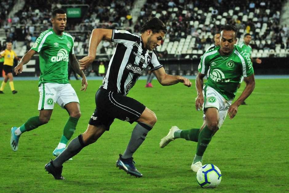 Marcinho do Botafogo e Bruno Pacheco da Chapecoense