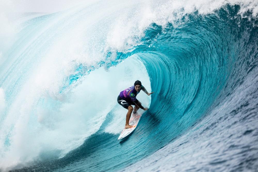 Gabriel Medina conquistou a primeira nota 10 no Taiti — Foto: WSL / Cestari