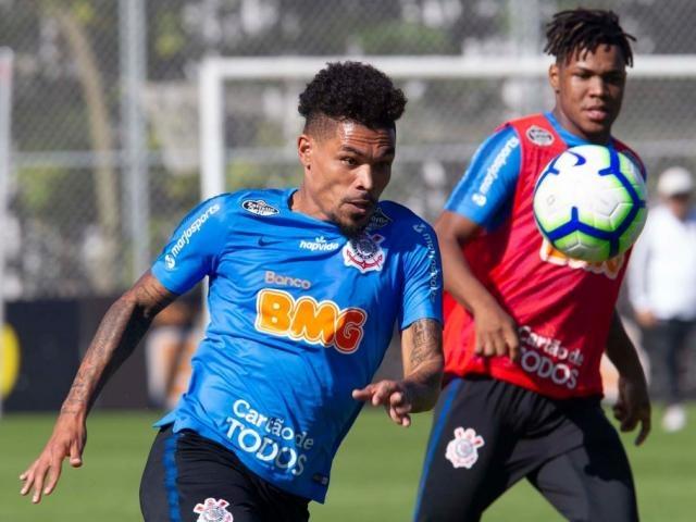 Junior Urso durante treino. Meia está confirmado entre os titulares (Foto: Daniel Augusto Jr./Agência Corinthians)
