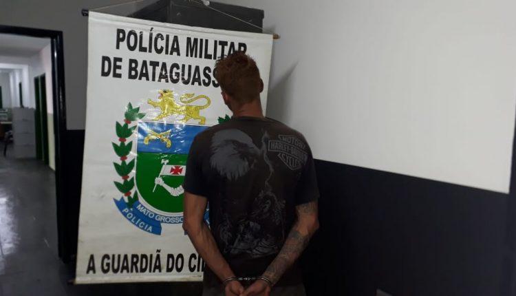 Suspeito preso pela PM após o crime. - Crédito: Divulgação/PM