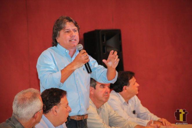 Caravina fala em evento em Campo Grande (Foto: Edson Ribeiro)