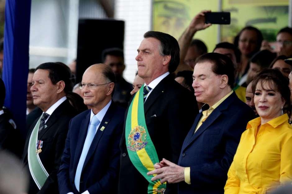 Bolsonaro abre o desfile de 7 de Setembro, em Brasília, ao lado de Edir Macedo e Silvio Santos Foto: Cláudio Reis / Frame Photo/Estadão Conteúdo