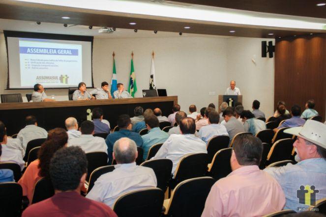 Prefeitos durante assembleia-geral na Assomasul (Foto: Edson Ribeiro)