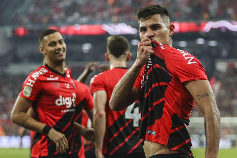 Bruno Guimarães marcou o gol da vitória do Athletico-PR. Foto: Vinicius do Prado / Agência F8 / Estadão Aos 12 minutos, quando a torcida