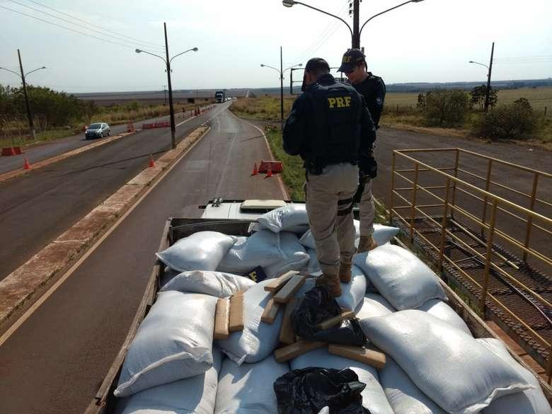 Carreta carregada com maconha foi apreendida - Crédito: Osvaldo Duarte/Dourados News