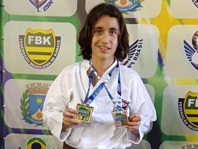 Enzo Gabriel com as medalhas conquistadas em competição nacional (Foto: Divulgação)