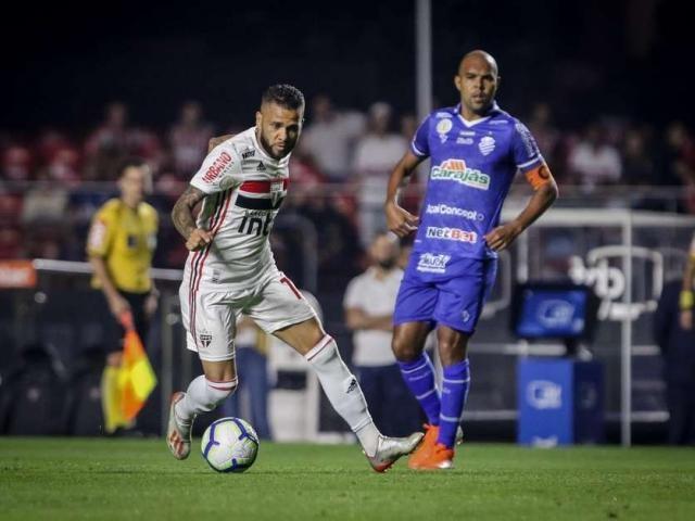 Daniel Alves durante jogo entre Sao Paulo x CSA, partida válida pelo campeonato Brasileiro. (Foto: THIAGO BERNARDES/FramePhoto / Gazeta Press)