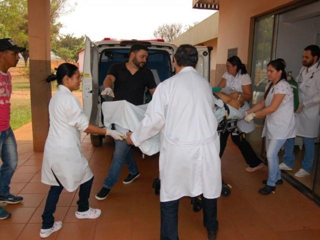 Vítima chegando ao hospital. - Crédito: (Portal Angélica)