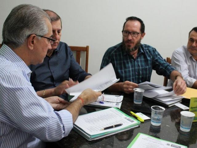 Governador Reinaldo Azambuja (PSDB) com o prefeito de São Gabriel do Oeste, Jeferson Luiz Tomazoni (Foto: Chico Ribeiro - Governo)