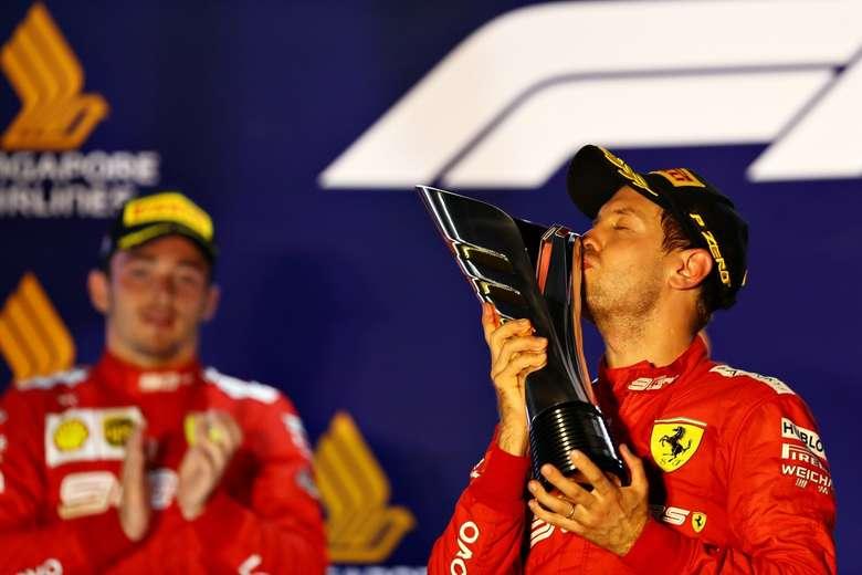 Vettel supera Leclerc, vence em Singapura e quebra jejum de 22 corridas