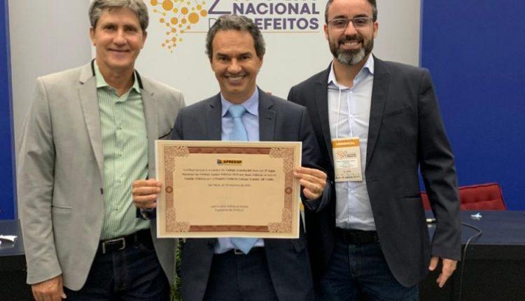 Prefeito Marquinhos Trad ao lado dos secretários Rudi Fioresi e Paulo Fernando (Divulgação/CMCG)