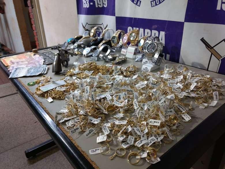 Objetos foram recuperados após assalto - Crédito: Osvaldo Duarte/Dourados News