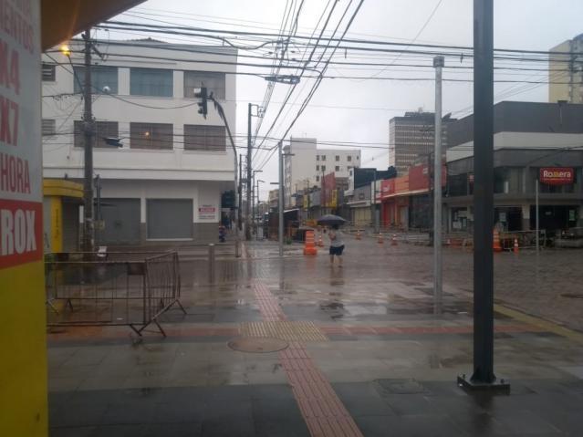 Dia amanheceu chuvoso em Campo Grande (Foto: Pedro Peralta)