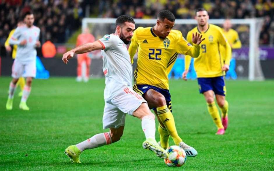 Suécia e Espanha fizeram um grande jogo em Estocolmo (Foto: JONATHAN NACKSTRAND / AFP) Foto: LANCE!
