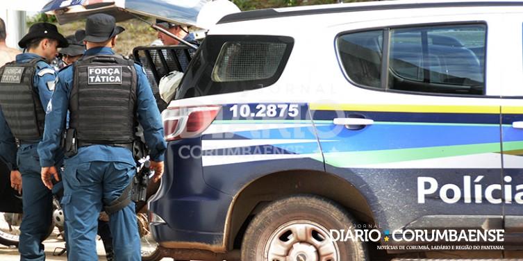 Homem foi preso suspeito por triplo homicídio - Crédito: Anderson Gallo/Diário Corumbaense (adsbygoogle = window.adsbygoogle || []).push({}); SAIBA MAIS CORUMBÁ Três são mortos em fazenda; outro baleado na boca consegue fugir