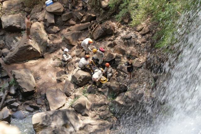 Acidente aconteceu por volta das 9h, na cachoeira do Ceuzinho - Crédito: (Kisie Ainoã)