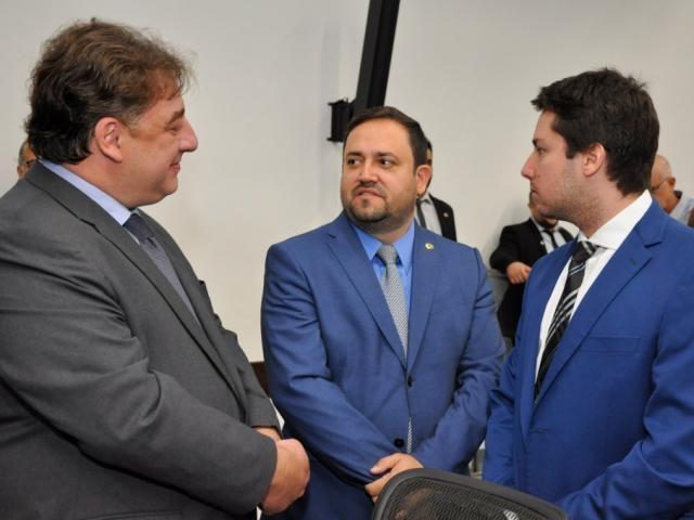 Deputados Neno Razuk (PTB), Márcio Fernandes (MDB) e João Henrique Catan (PL), durante sessão (Foto: Luciana Nassar/ALMS)