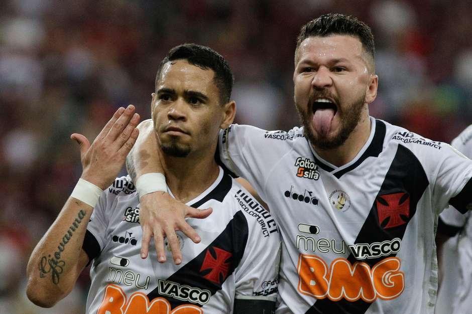 Vasco arranca empate com o Flamengo a adia sonho do título Foto: Paulo Sergio / Gazeta Press