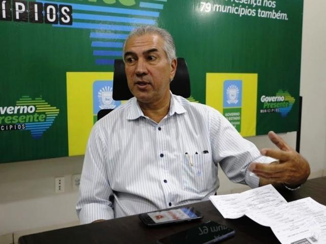 Reinaldo Azambuja fala ao Campo Grande News, na noite desta quarta-feira em Dourados (Foto: Chico Ribeiro)