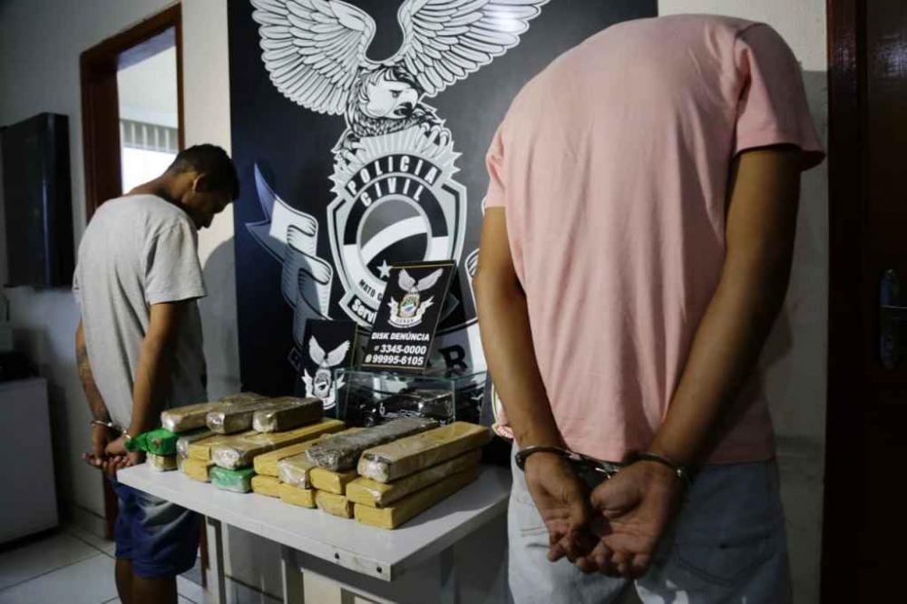 Isaac e Marcos foram presos em flagrante (Foto: Henrique Arakaki, Midiamax)