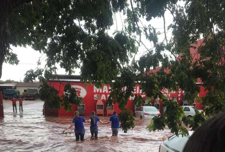 Chuva de 40 milímetro alagou parte da cidade de Ivinhema - Crédito: Ligado na Redação