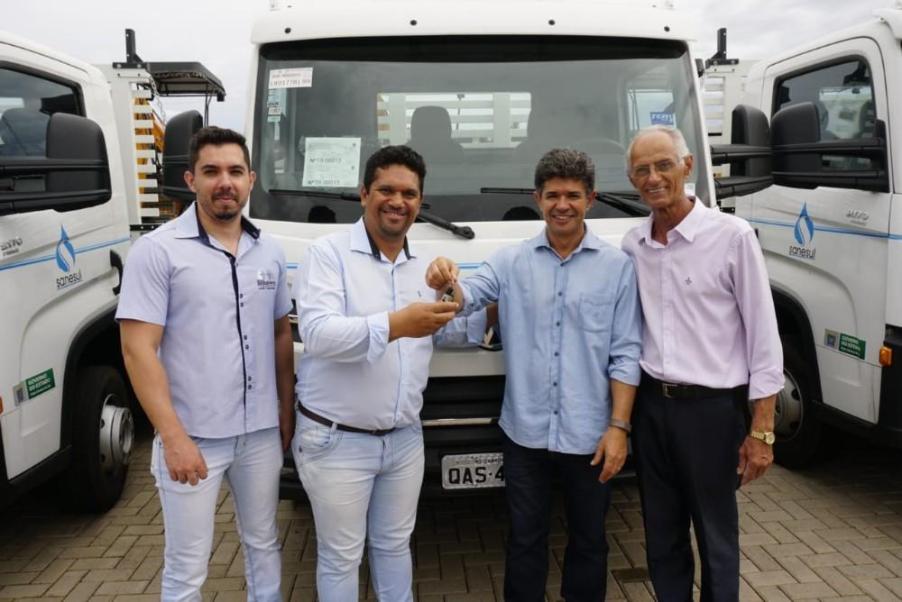 Sanesul em Deodápolis foi contemplada pelo Governo do Estado com caminhão e motobomba