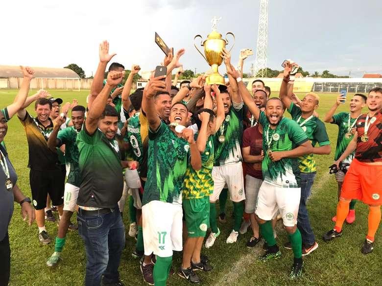 Jogadores do Pontaporanense durante comemoração de resultado que garantiu acesso - Crédito: (Divulgação)