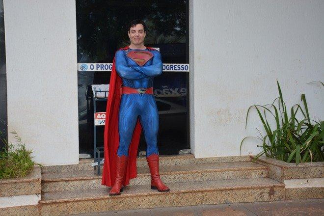 Personagem do Super Homem esteve no Dourados Agora